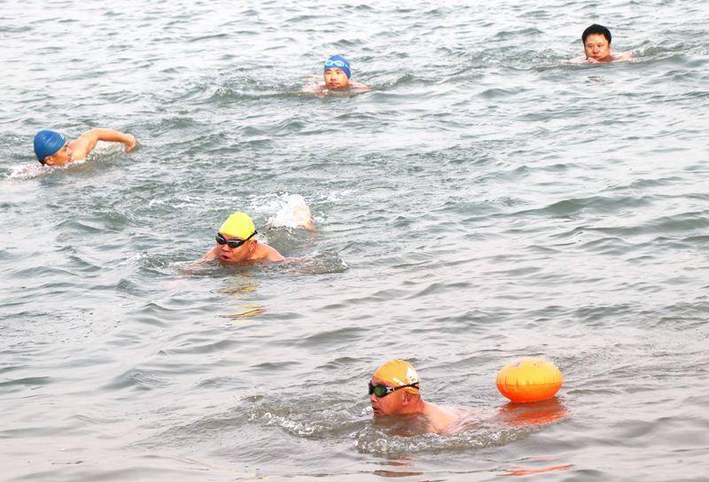 快乐冬游,感受自然!区游泳协会开展冬游活动